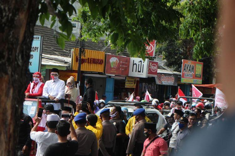 Bupati Faida saat diarak menuju kantor KPU Jember untuk mendaftarkan diri dari jalur independen Minggu (6/9/2020)