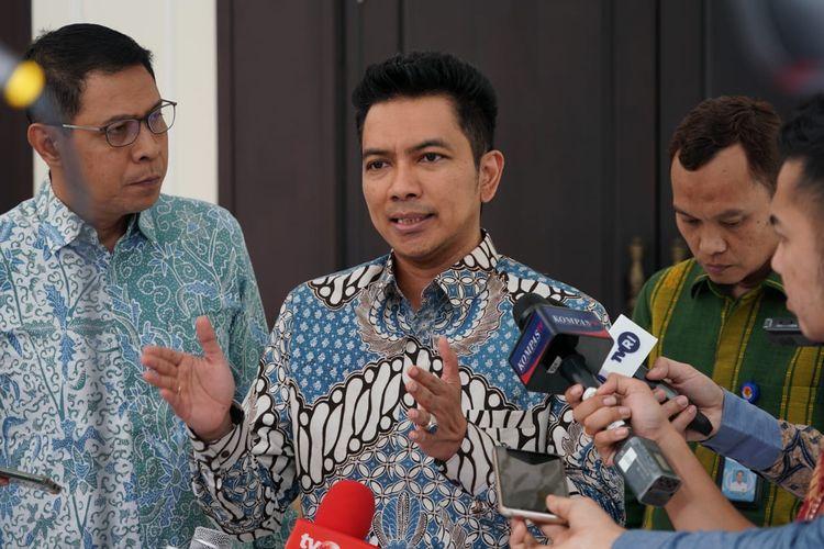 Ketua KPI Agung Suprio usai bertemu dengan Wakil Presiden Maruf Amin di Kantor Wapres, Jalan Medan Merdeka Utara, Jakarta Pusat, Selasa (18/2/2020).