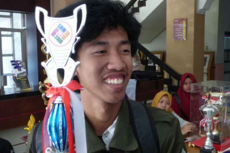Dimas Pratama mahasiswa UII yang dijuluki Jokowi KW)