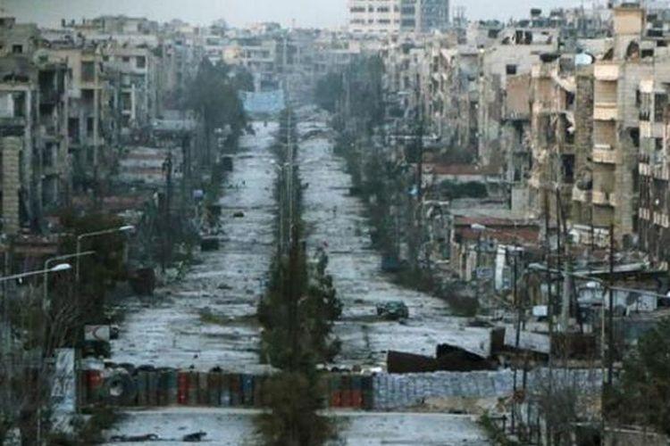 Puing-puing kota Aleppo, ibu kota Provinsi Aleppo, Suriah utara, yang sebelum perang saudara merupakan kota besar kedua setelah Damaskus, ibu kota negara itu.