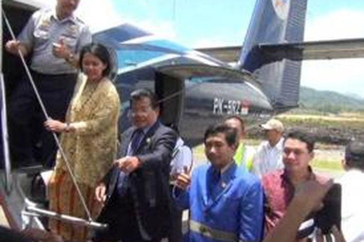 Bandara Sumarorong yang kemudian dinamakan Bandara Sultan Hasanuddin Mini ini diresmikan oleh Wakil Menteri Perhubungan Bambang Susantono bersama Gubernur Sulawesi Barat Anwar Adnan Saleh, Selasa (11/3/2014).