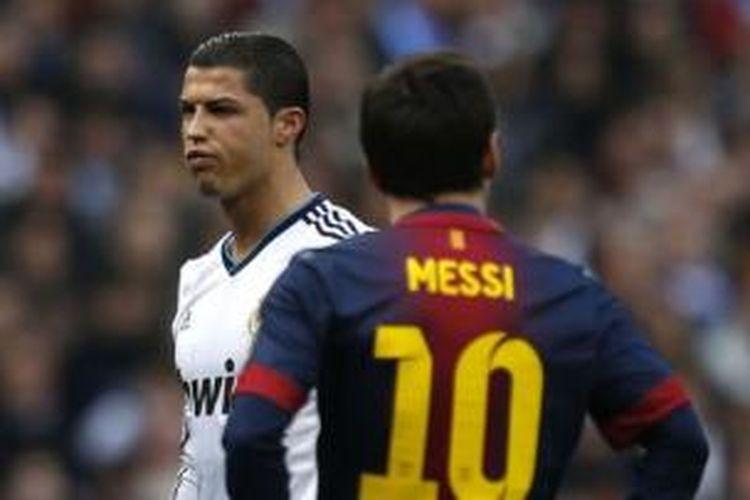 Penyerang Real Madrid Cristiano Ronaldo dan penyerang Barcelona Lionel Messi