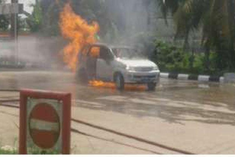 Mobil avanza terbakar di SPBU Sei Jenjang, Kecamatan Jambi Timur, Kota Jambi, Sabtu (19/11/2016) siang