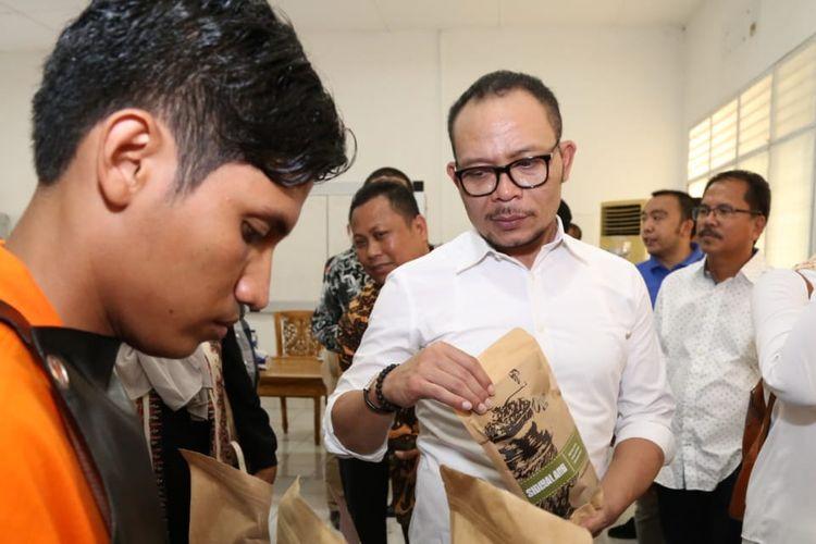 Menteri Ketenagakerjaan (Menaker) Muhammad Hanif Dhakiri meninjau salah satu Balai Latihan Kerja di Indonesia.