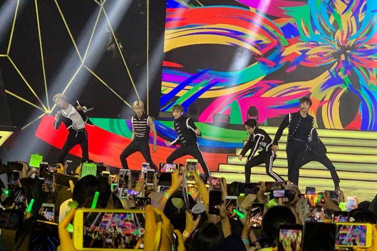 NCT Dream beraksi dalam konser Korean Wave 2019 yang digelar di Ecovention Ancol, Jakarta Utara, Selasa (10/9/2019).