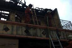 Diduga Akibat Arus Pendek Listrik, Rumah Dua Lantai di Duren Sawit Terbakar