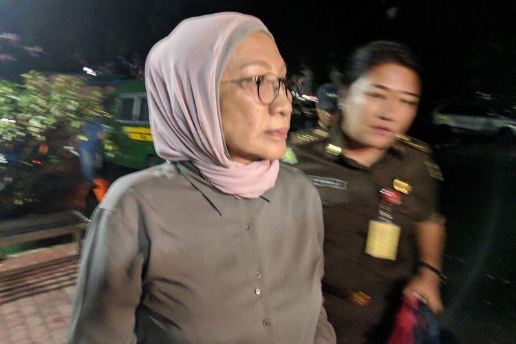 Terdakwa Kasus Penyebaran Berita Bohong atau Hoaks Ratna Sarumpaet Memberikan Keterangan Ke Media di Depan Rutan Mapolda Metro Jaya pada Selasa (2/4/2019)