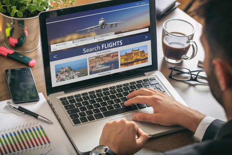 Ilustrasi Pesan Tiket Pesawat sebagai Bagian dari Rencana Perjalanan