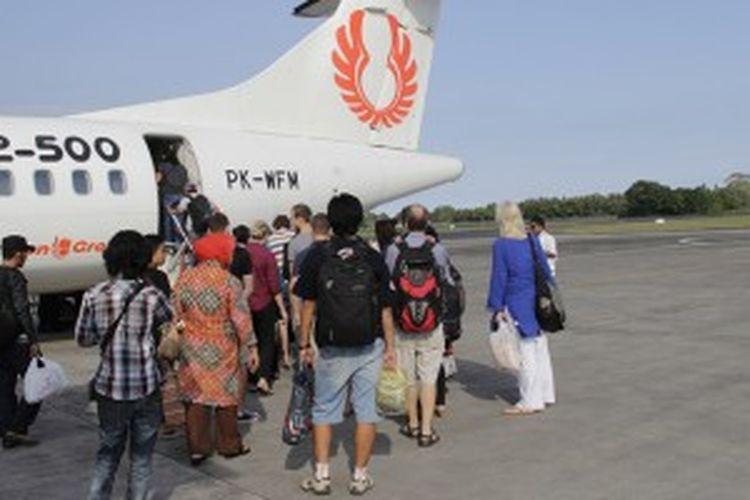 Pesawat Wings Air di Bandara Ngurah Rai, Bali, Sabtu (1/6/2013).
