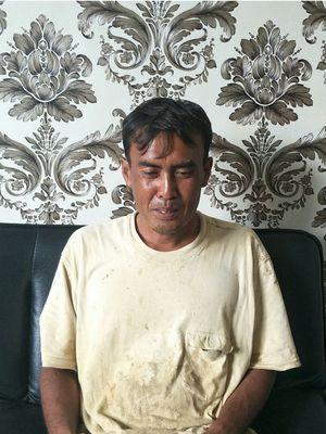 Faoji, tukang gali kubur di TPU Perwira, Bekasi, Jumat (21/2/2020).