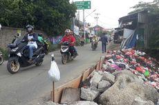 Warga Khawatirkan Jalan Raya Karang Satria yang Kerap Amblas