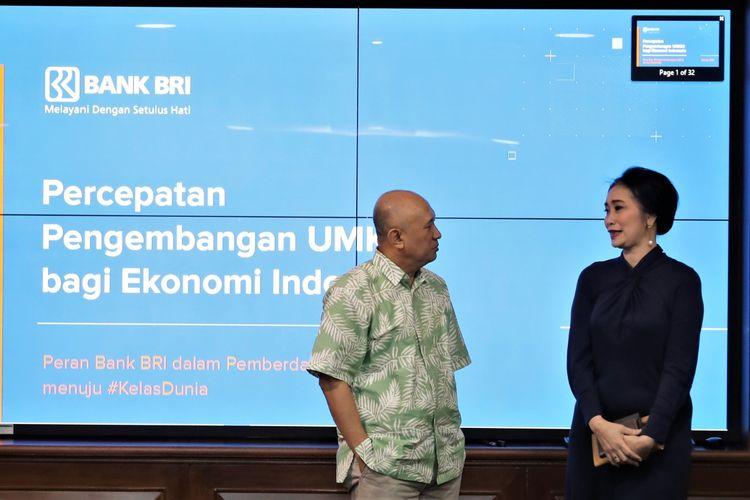 Direktur Konsumer PT Bank Rakyat Indonesia (Persero) Tbk,  Handayani bersama dengan Menkop UKM di Jakarta, Jumat (21/2/2020).