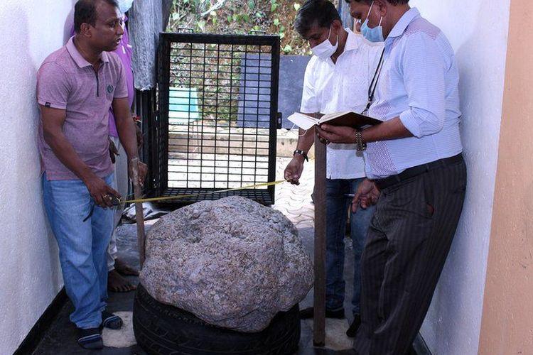 Gugusan batu safir yang ditemukan di Sri Lanka, diduga terbesar di dunia