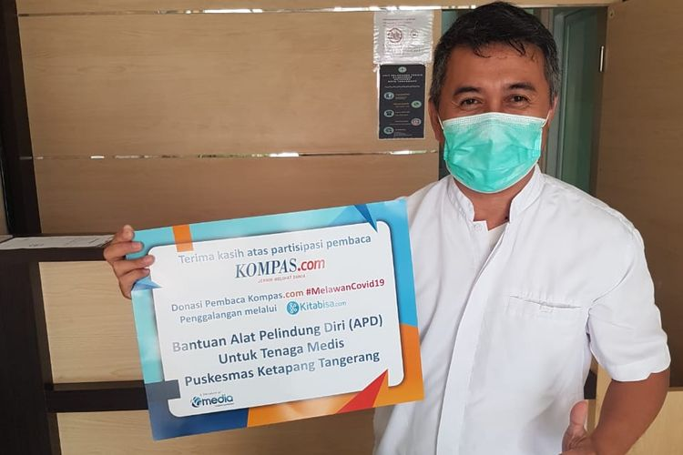 Kompas.com menyerahkan bantuan paket senilai Rp 62,5 juta berisi 15 paket APD lengkap serta tambahan 25 boks sarung tangan medis, 35 boks masker medis, 100 buah masker N95, dan 15 goggles ke Puskesmas Ketapang di Tangerang, Banten. Bantuan tahap kedua ini merupakan donasi dari pembaca Kompas.com melalui kampanye Bersama Melawan COVID-19 di Kitabisa.com.