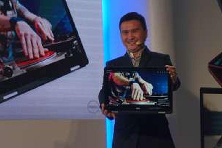 Ray Wah, Vice Presient Dell Consumer Product Marketing, saat mengumumkan Inspiron 17 7000 2-in-1 di Taipei, Taiwan, Selasa (31/5/2016).