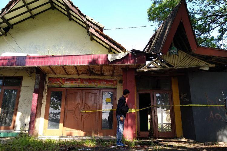 Lokasi rumah kosong di Jalan Laswi Kota Tasikmalaya sebagai tempat pembunuhan Delis Sulistina (13) siswi SMP Tasikmalaya tewas di gorong-gorong oleh ayah kandungnya sendiri, Kamis (27/2/2020).