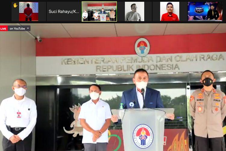 katua PSSI Mochamad Iriawan (tengah) memberi keterangan pers seusai rapat kordinasi pengkajian terhadap usulan penyelenggaraan kompetisi sepakbola Liga 1 dan Liga 2 di kantor Kemenpora Jakarta, Rabu (10/02/2021) sore.