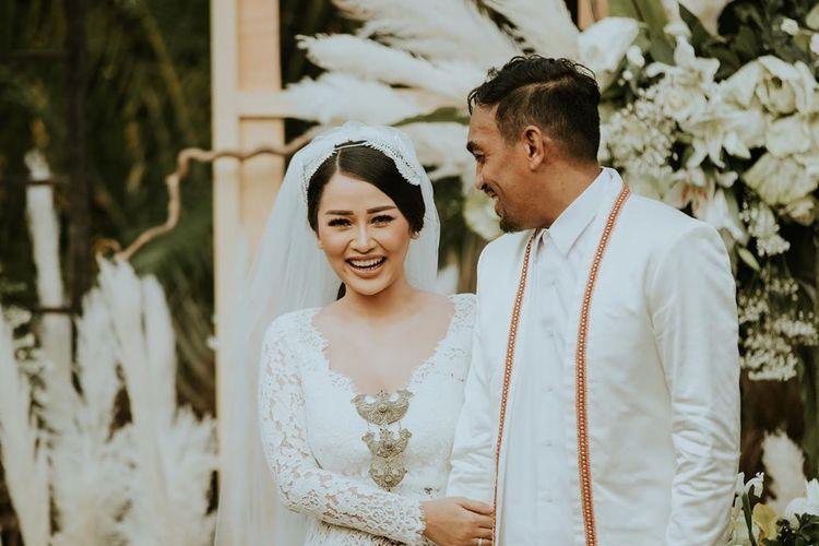 Foto pernikahan Mutia Ayu dan Glenn Fredly.