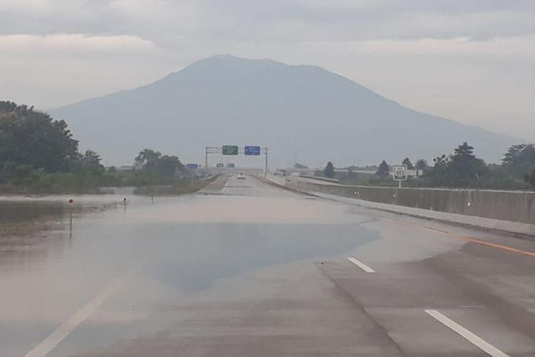 Genangan air sudah surut di Ruas Tol Caruban-Madiun.