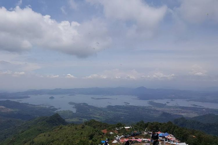 Pemandangan Waduk Jatigede di Sumedang, Jawa Barat.