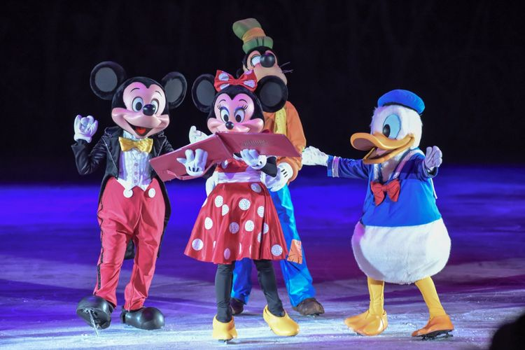 Mickey Mouse, Minnie Mouse, Donald Duck, dan Goofy membuka pertunjukkan The Wonderful World of Disney onIce di ICE, BSD.