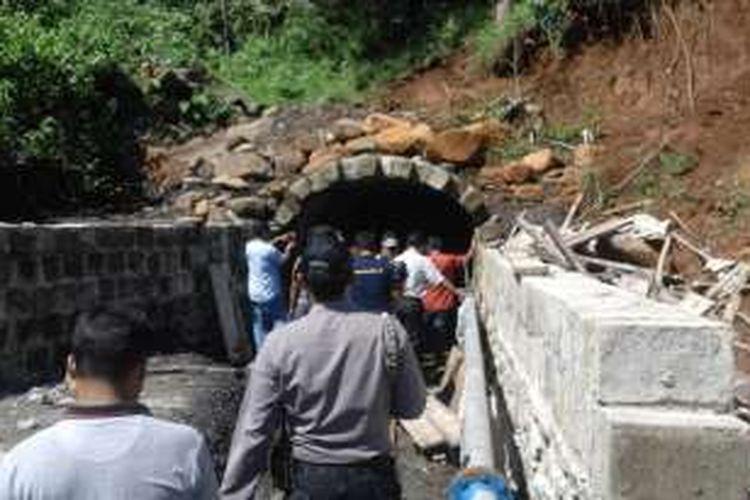 mulut tambang bawah tanah PT CBS di Kabupaten Bengkulu Tengah