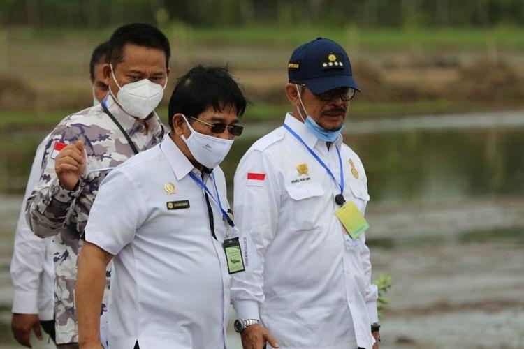 Menteri Pertanian Syahrul Yasin Limpo bersama Direktur Jenderal Prasarana dan Sarana Pertanian Sarwo Edhy.
