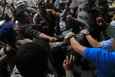 Bentrok Saat Demo di Depan Gedung DPRD Sumsel, 3 Mahasiswa Kritis