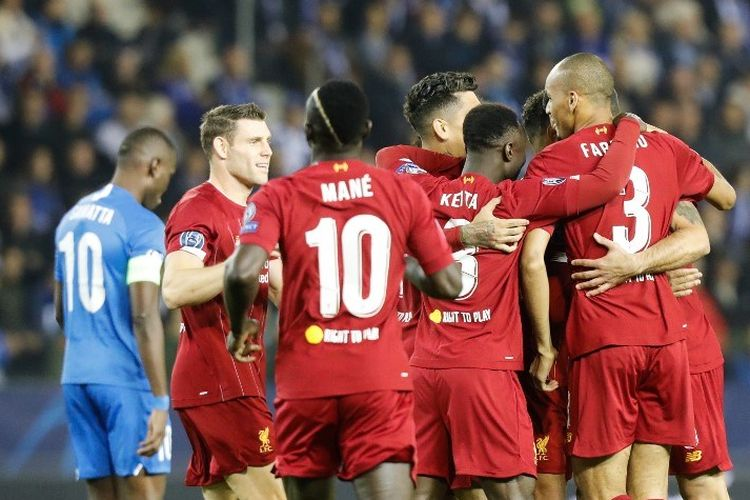 Alex Oxlade-Chamberlain merayakan gol bersama rekan-rekannya pada pertandingan Genk vs Liverpool dalam lanjutan Liga Champions di Luminus Arena, 23 Oktober 2019.