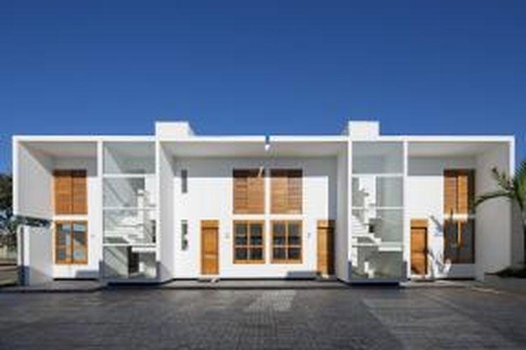 Pengaturan rumah-rumah ini seperti sebuah kompleks mungil di atas lahan seluas 640 m2. Kedelapan rumah tersebut berbagi satu pagar utama dan halaman yang sama. Menurut arsitek yang membuat rumah-rumah tersebut, dengan adanya halaman bersama, penghuni diharapkan saling bersosialisasi satu dengan yang lain.