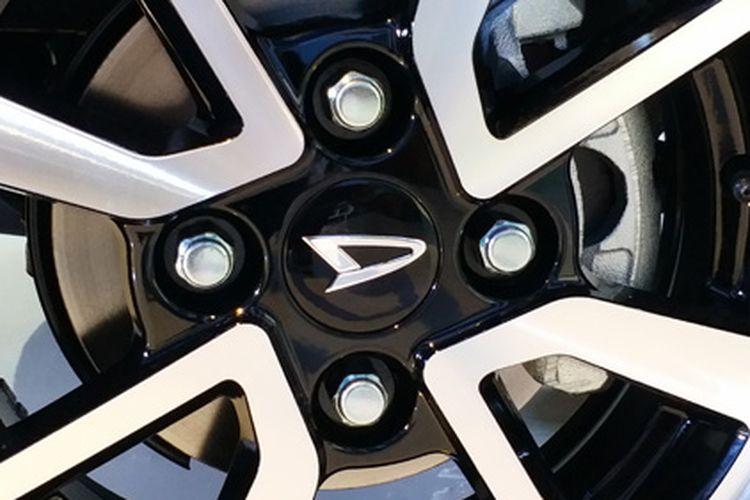 Semua model Xenia sudah gunakan pelek alloy, tanpa ada pelek kaleng lagi.