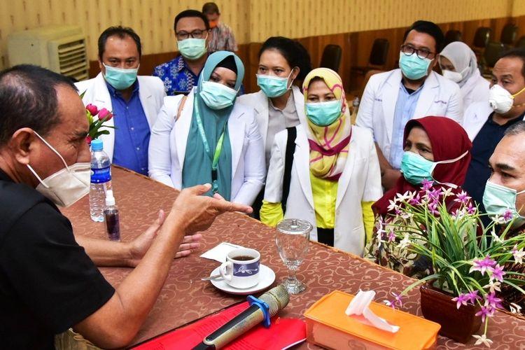Gubernur Sumut Edy Rahmayadi rapat dengan para dokter yang tergabung dalam IDI Kabupaten Mandina, Kamis (8/10/2020)