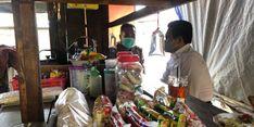 Di Ungaran, Mendes PDTT Sempat Singgah di Warung Kaki Lima