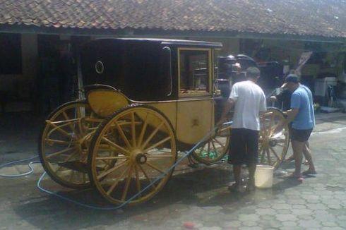 Usai Kirab, 12 Kereta Kuda Keraton Dibersihkan