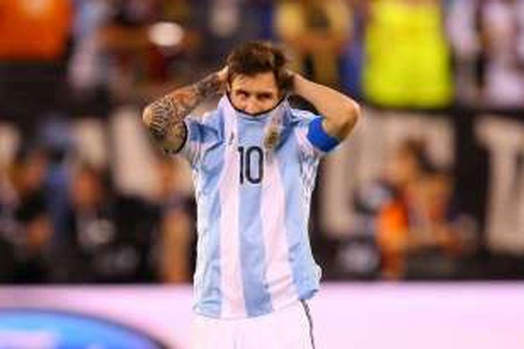 Ekspresi kapten tim nasional Argentina, Lionel Messi, sebelum dilangsungkannya babak adu penalti kontra Cile, pada laga final Copa America Centenario, di East Rutherford, Amerika Serikat, pada Senin (27/6/2016) pagi WIB.