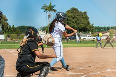 Teknik Menuju Base dalam Softball dengan Sliding