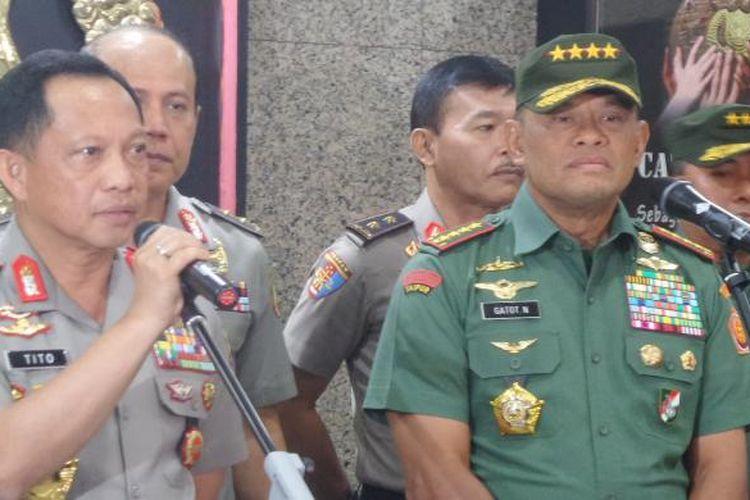 Kapolri Jenderal Pol Tito Karnavian dan Panglima TNI Jenderal Gatot Nurmantyo dalam konferensi pers di Mabes Polri, Jakarta, Senin (21/11/2016).