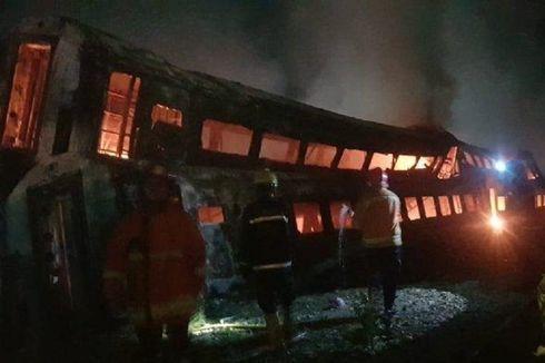 Terbakar, Kuburan Kereta Bekas di Stasiun Purwakarta