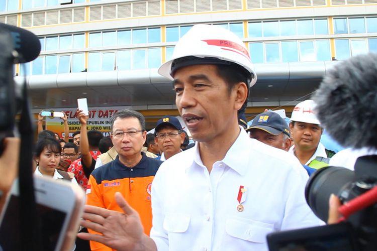 Presiden Joko Widodo (Jokowi) saat memberikan keterangan pers selepas meninjau kondisi perbaikan RSUD Kota Mataram, Senin (3/9/2018).