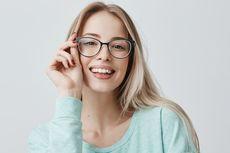Sebelum Ada Kacamata, Biksu Gunakan Batu Kaca