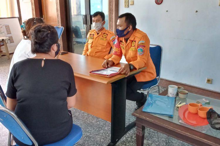 Sejumlah warga saat mengurus surat untuk perjalanan udara di posko gustu Covid-19 Bangka Belitung, Minggu (7/6/2020).