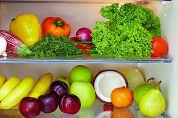 Jika diisi dengan berbagai jenis makanan dan minuman berbau tajam, kulkas dapat mengeluarkan bau yang tak sedap. Kualitas makanan dan minuman di dalamnya jadi berkurang.