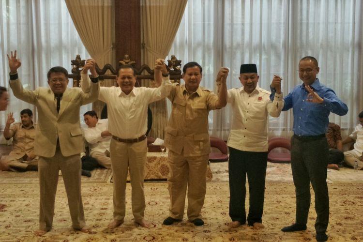 Ketua Umum Partai Gerindra Prabowo Subianto bertemu dengan Presiden Partai Keadilan Sejahtera (PKS) Sohibul Iman dan Sekjen Partai Amanat Nasional (PAN) Eddy Soeparno di kediaman pribadinya, Jalan Kertanegara, Kebayoran, Jakarta Selatan, Kamis (1/3/2018).  Dalam pertemuan tersebut hadir pula pasangan Mayjen TNI (Purn) Sudrajat dan Ahmad Syaikhu yang maju dalam Pilkada Jawa Barat 2018.