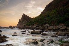Pantai Watu Lumbung di Gunungkidul, Punya Hamparan Batu yang Eksotis