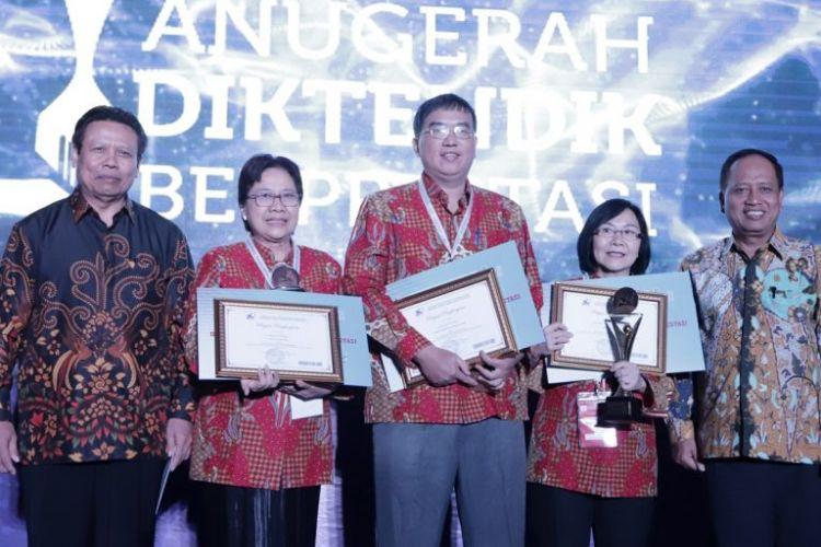 Kementerian Riset, Teknologi, dan Pendidikan Tinggi (Kemenristekdikti) memberikan penghargaan untuk dosen saintek berprestasi tahun 2018.