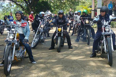 Alasan Jokowi Tinjau Padat Karya Naik Motor Chopper