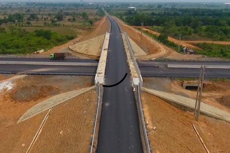 Kementerian Pekerjaan Umum dan Perumahan Rakyat (PUPR) tengah membangun Jalan Tol Kayu Agung-Palembang-Betung (Kapal Betung) Seksi 2-3 Tahap II segmen Palembang (Kramasan)-Betung sepanjang 69,19 kilometer.