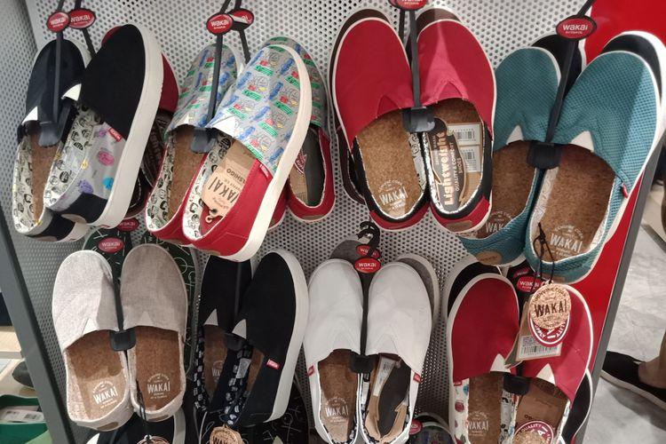 Slip on masih menjadi andalan label sepatu Wakai di tahun ini. Hashigo menjadi salah satu model andalannya, yakni slip on dengan sol yang lebih tebal daripada pendahulunya.
