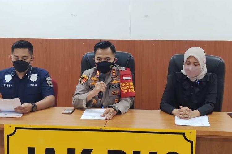 Konferensi pers terkait dugaan pelecehan seksual yang dialami oleh pegawai KPI Pusat, MS, di Polres Metro Jakarta Pusat, Kamis (2/9/2021).