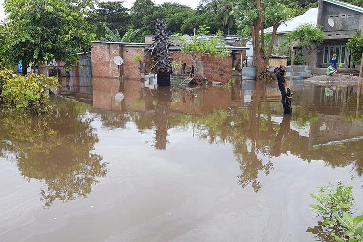 Foto : Banjir merendam desa-desa di Kecamatan Ile Ape dan Ile Ape Timur, Kabupaten Lembata, NTT, Minggu (4/4/2021).